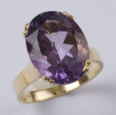 4: Ladies' amethyst ring