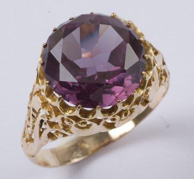 9: Ladies' amethyst ring
