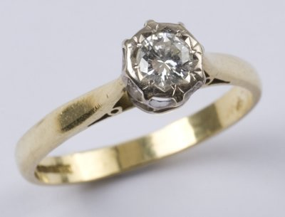 16: Ladies' diamond solitaire ring