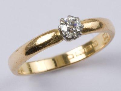 17: Ladies' diamond solitaire ring