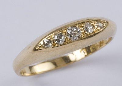 20: Ladies' antique five stone diamond ring