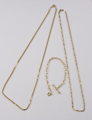 24: Chains & bracelet (3)