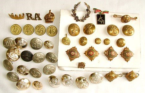 1439: Military buttons etc.