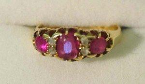 10: Ladies antique ring