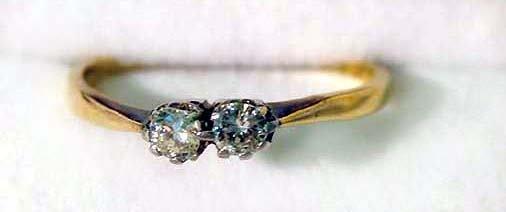 17: Ladies two stone diamond ring