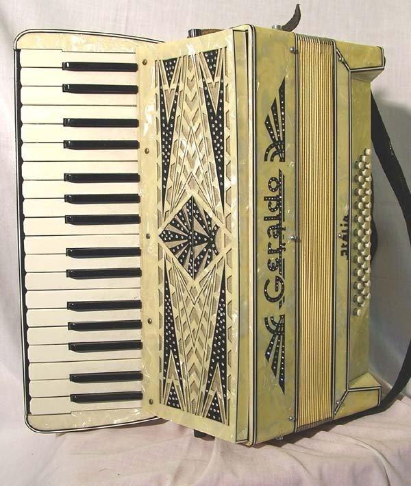 645: Geraldo piano accordion