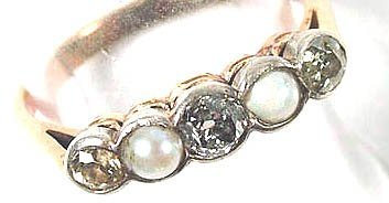 769: Ladies' diamond and pearl ring