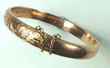770: Ladies' rose gold hinged bangle