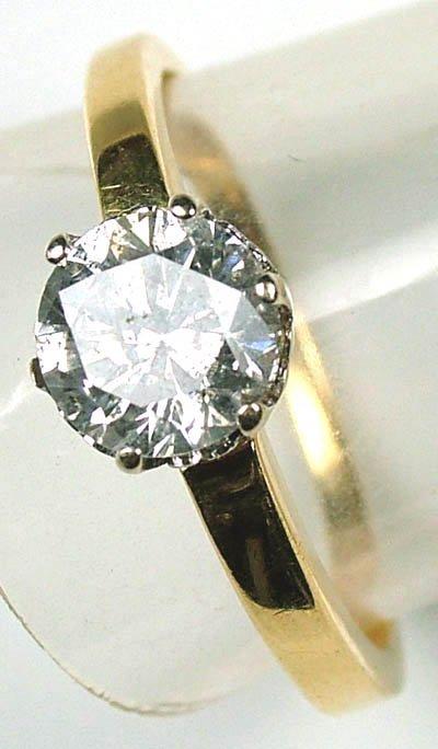 16: Ladies diamond solitaire ring