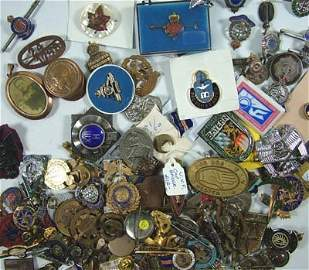 1052: British military and other brooches etc.