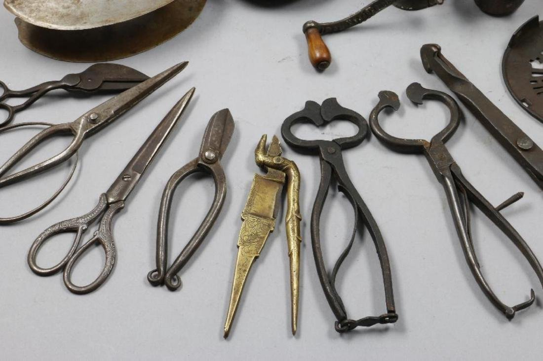 A COLLECTION OF IRON AND BRASS ACCESSORIES, 19THC. - 4