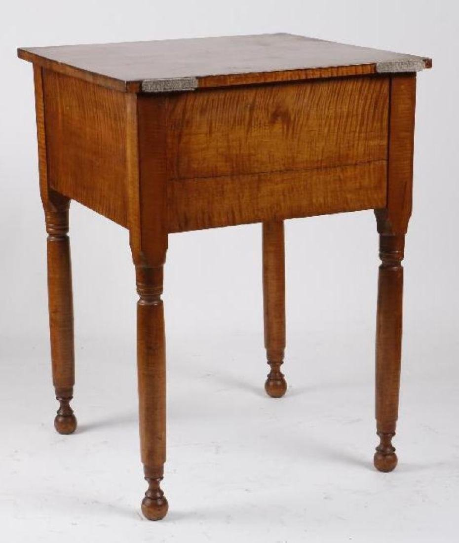 A FEDERAL TIGER MAPLE TABLE, EARLY 19THC. - 2