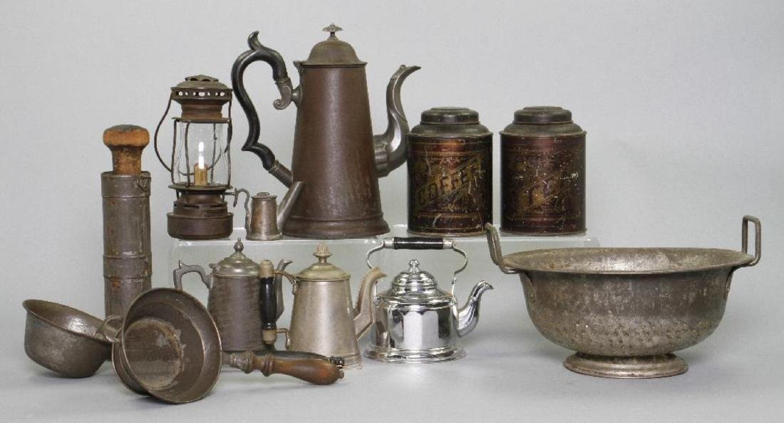 12 PIECES OF VARIOUS TINWARE - 2