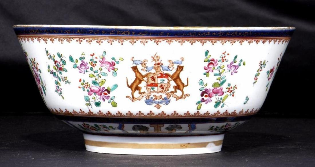 FRENCH CHINESE EXPORT STYLE ARMORIAL PORCELAIN BOWL