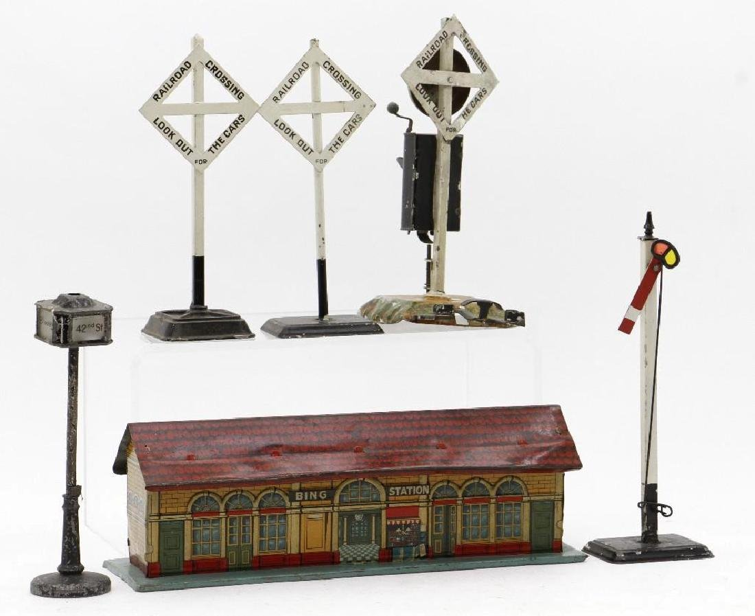 Bing O and 1 Gauge Accessory Grouping