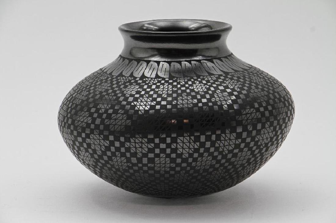 Casas Grandes blackware pottery jar - 2