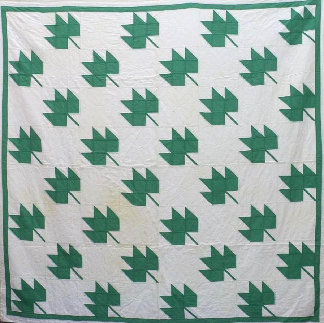 AMERICAN FIRST-HALF 20th-CENTURY LEAF PATTERN QUILT