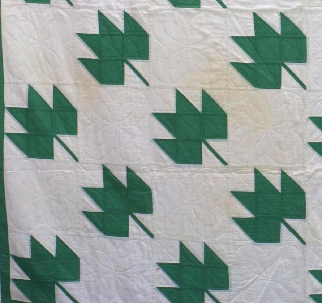 AMERICAN FIRST-HALF 20th-CENTURY LEAF PATTERN QUILT - 2