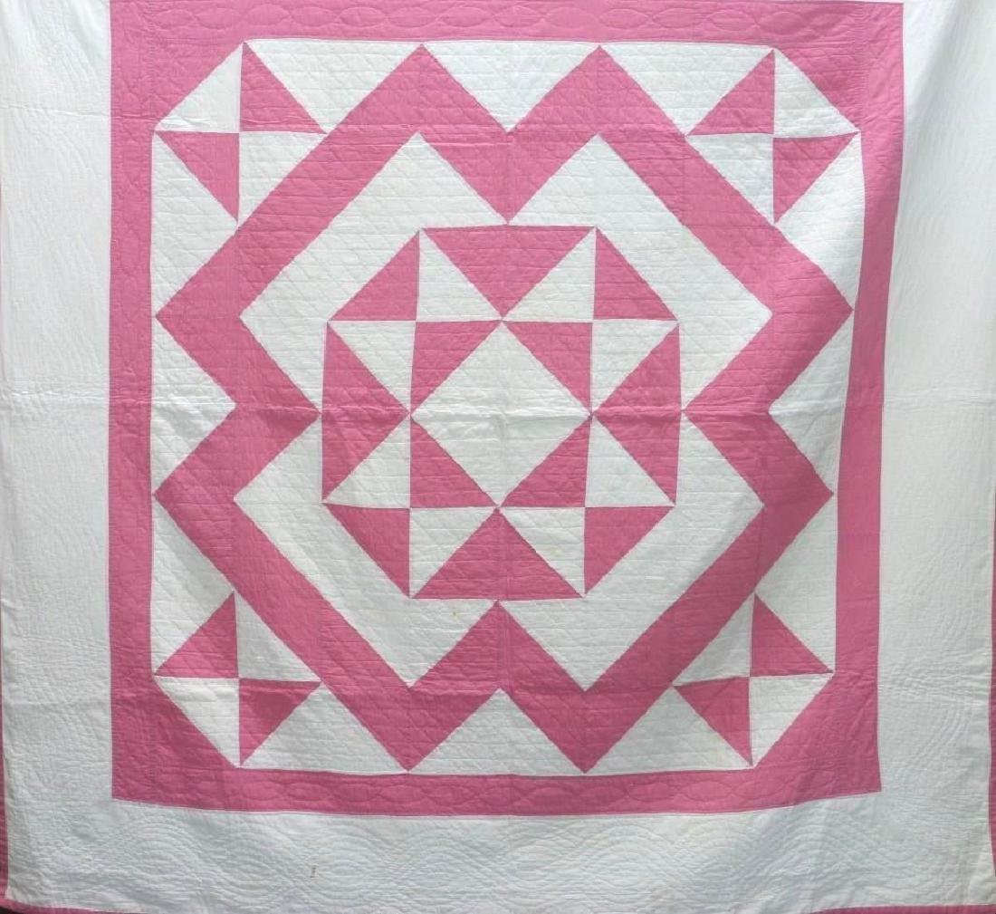 AMERICAN 20th-CENTURY HOUR GLASS PATTERN QUILT