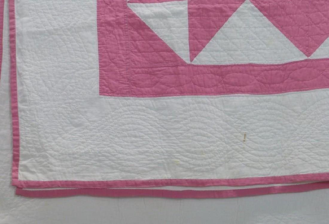 AMERICAN 20th-CENTURY HOUR GLASS PATTERN QUILT - 3