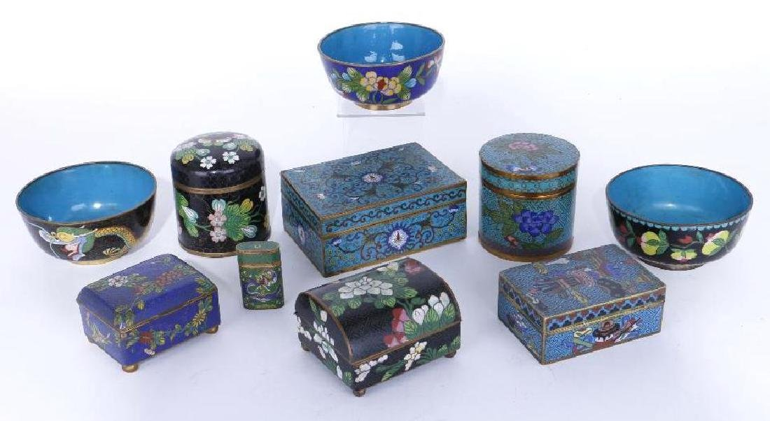 A GROUPING OF CLOISONNE ENAMELED ITEMS
