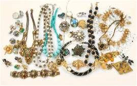 Collection of 90+ pieces of vintage costume jewelry