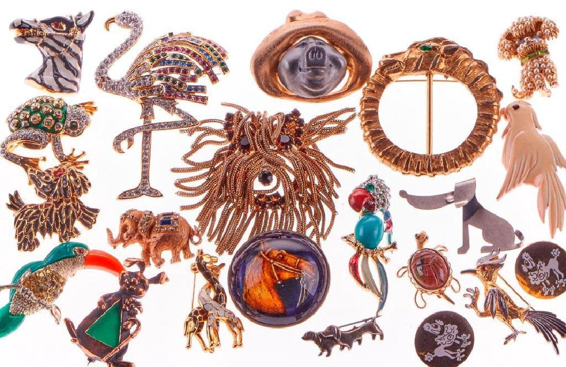 80+ assorted animal motif brooches and jewelry