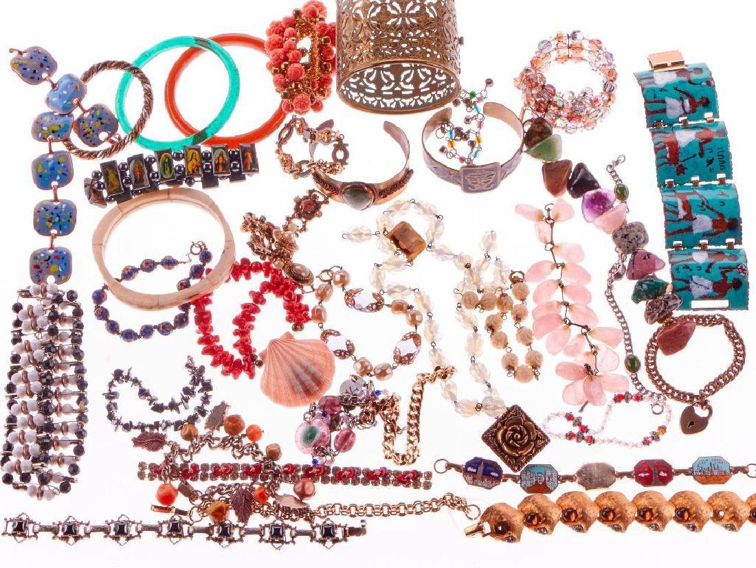 Collection of 300+ assorted pieces of costume jewelry