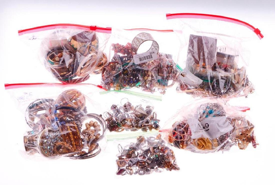 Collection of 300+ assorted pieces of costume jewelry - 2