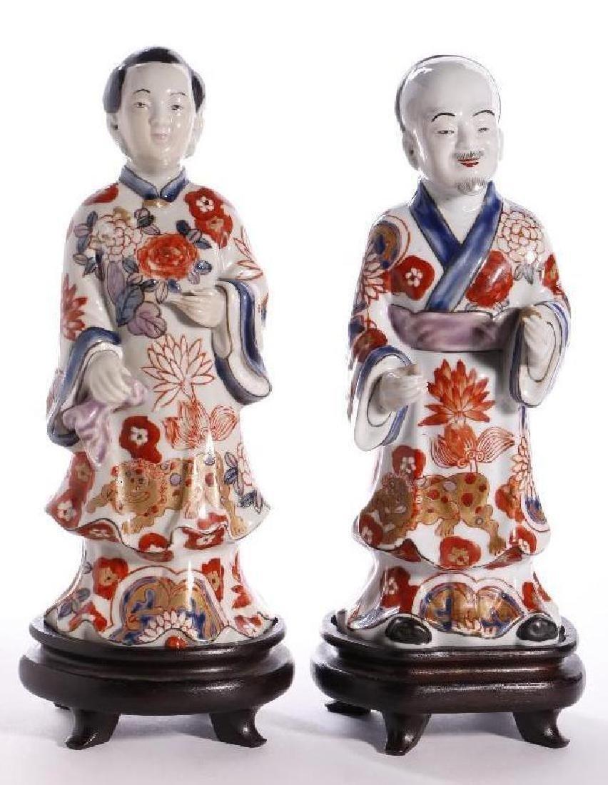 A PAIR OF JAPANESE IMARI FIGURES