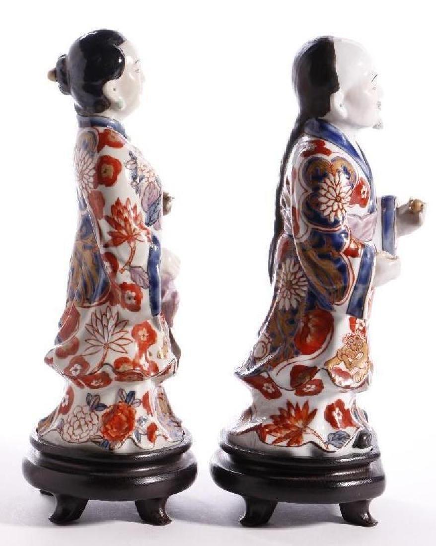 A PAIR OF JAPANESE IMARI FIGURES - 2