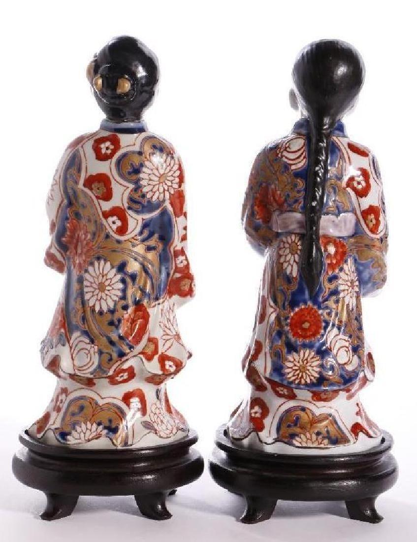 A PAIR OF JAPANESE IMARI FIGURES - 3