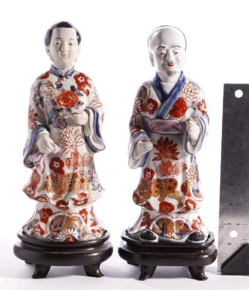 A PAIR OF JAPANESE IMARI FIGURES - 6