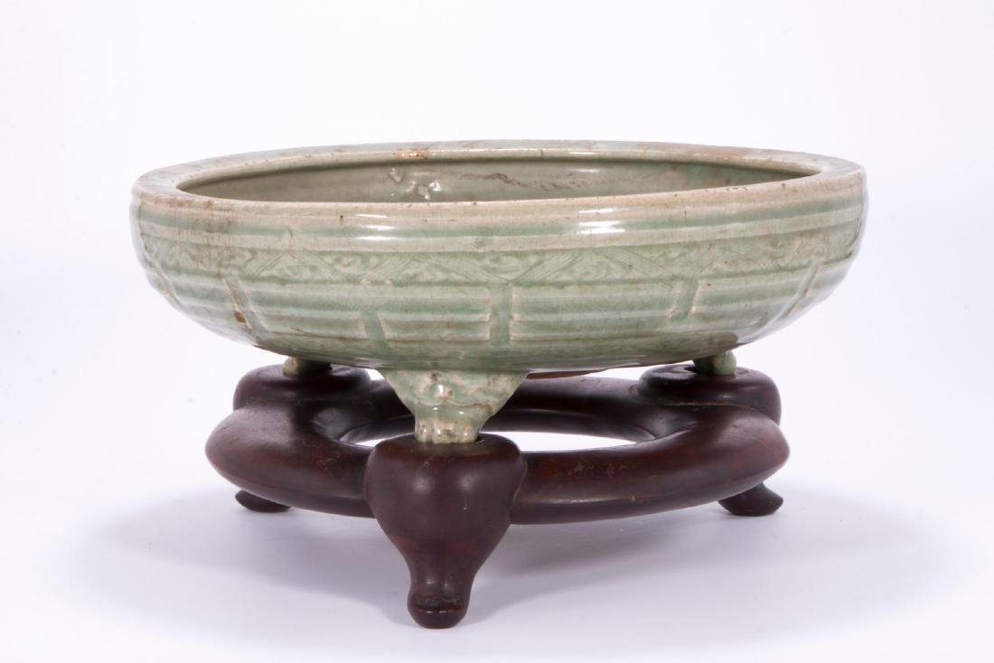 Very fine Chinese Ming fishbowl shaped celadon planter. - 2
