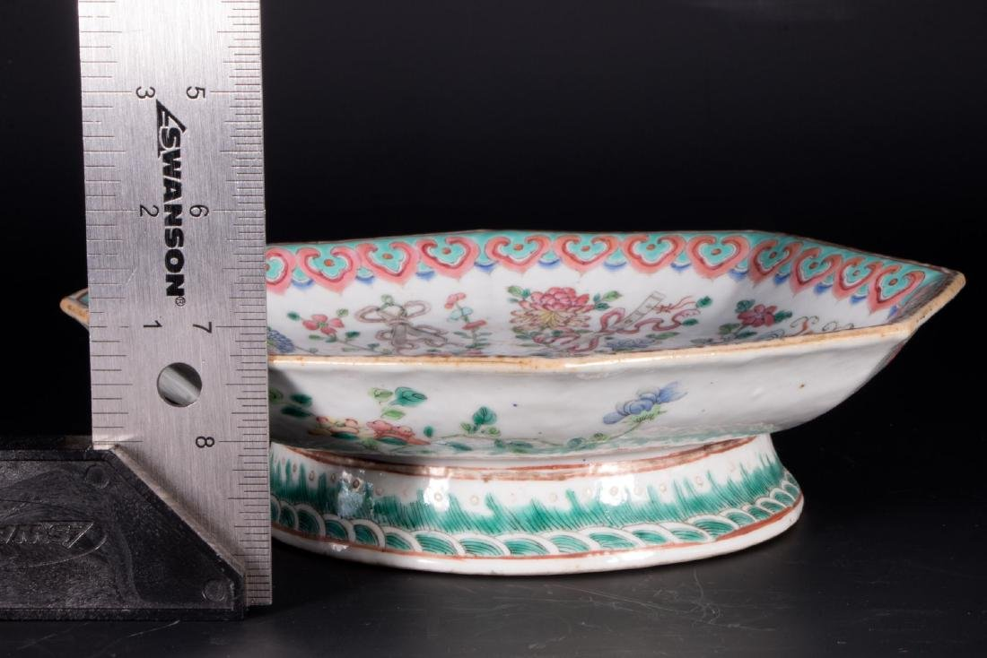 Chinese porcelain footed bowl. - 7