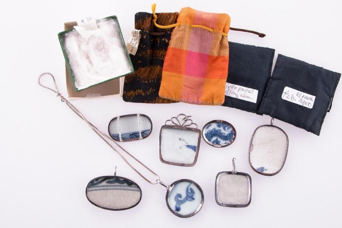 Collection of Asian pendants and purses. - 3