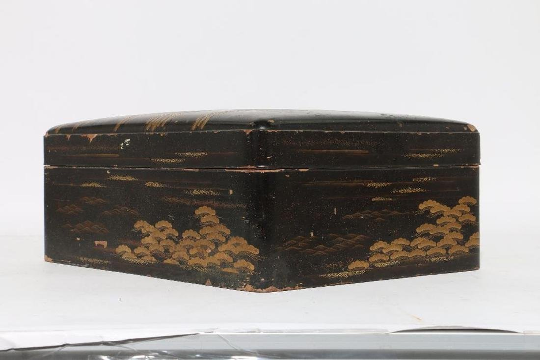 A Japanese lacquer box. - 2