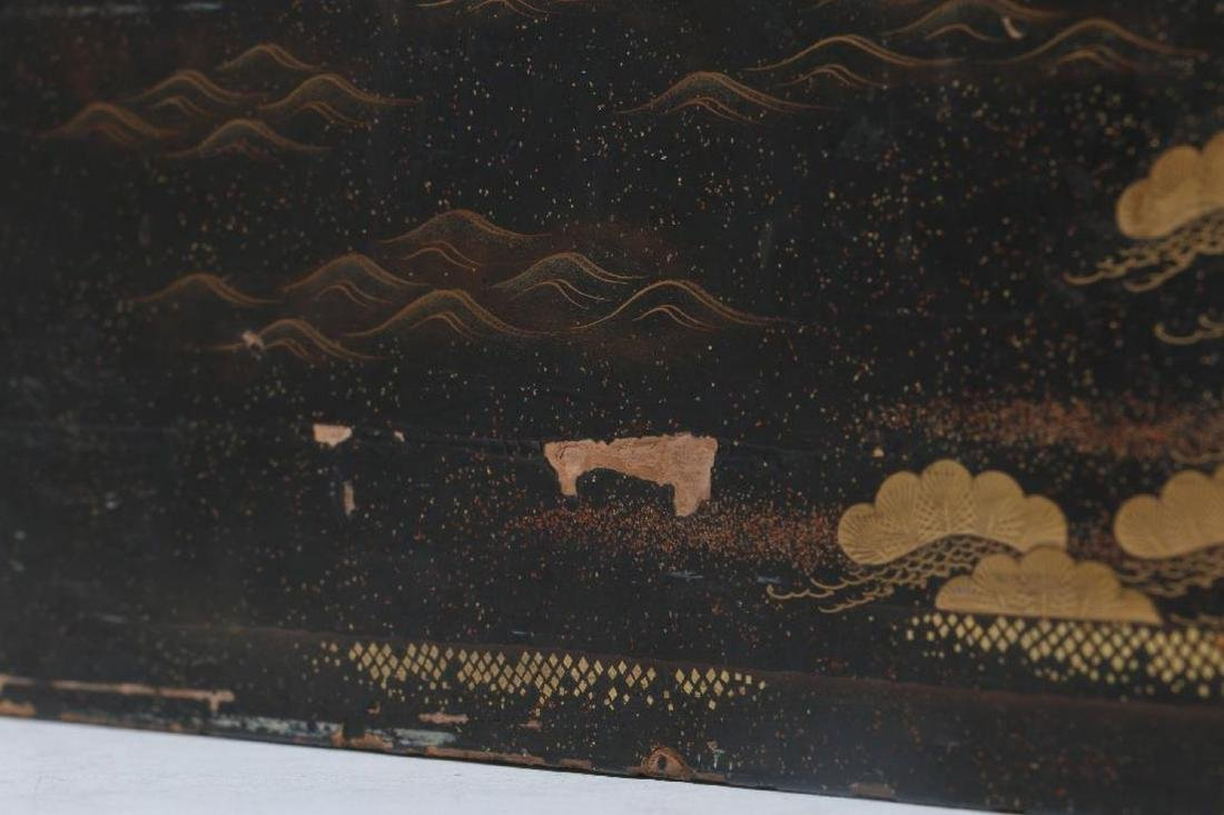 A Japanese lacquer box. - 3