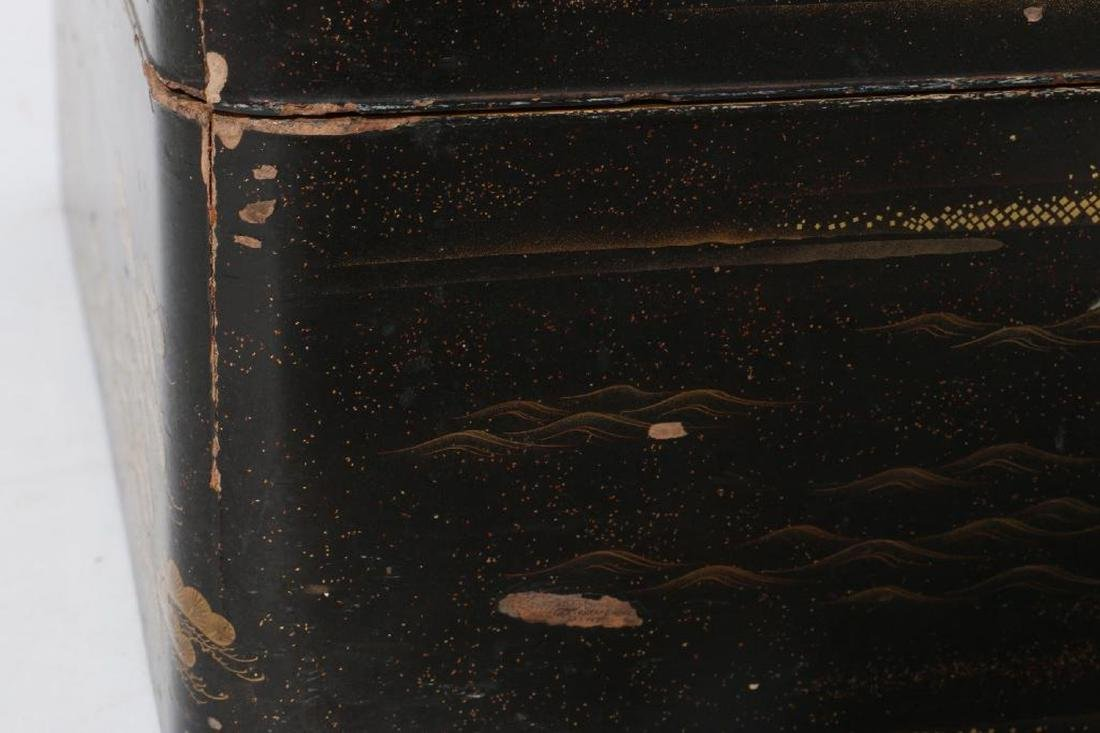 A Japanese lacquer box. - 5