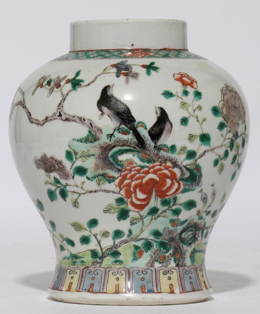 A 18th/19th century Chinese porcelain vase.