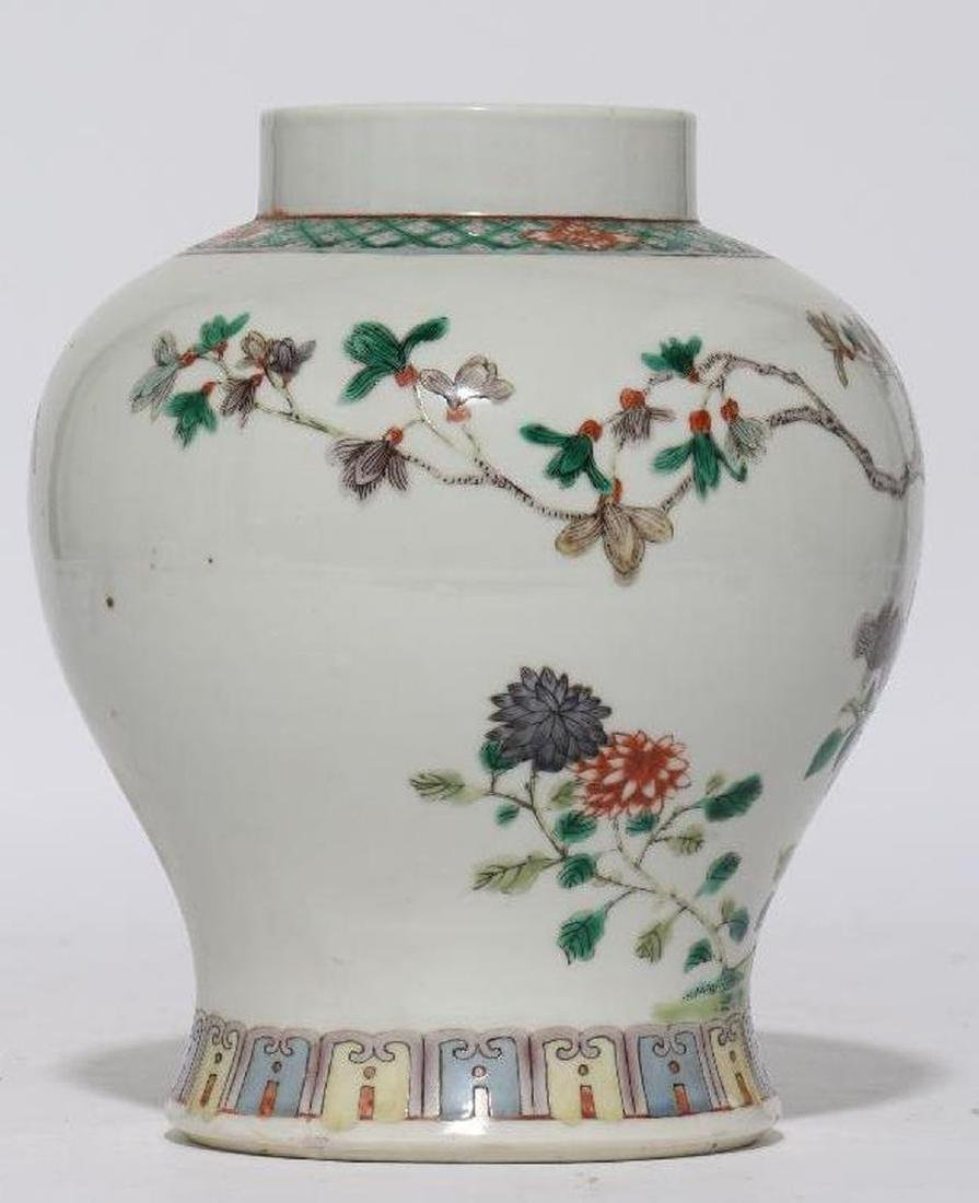 A 18th/19th century Chinese porcelain vase. - 2