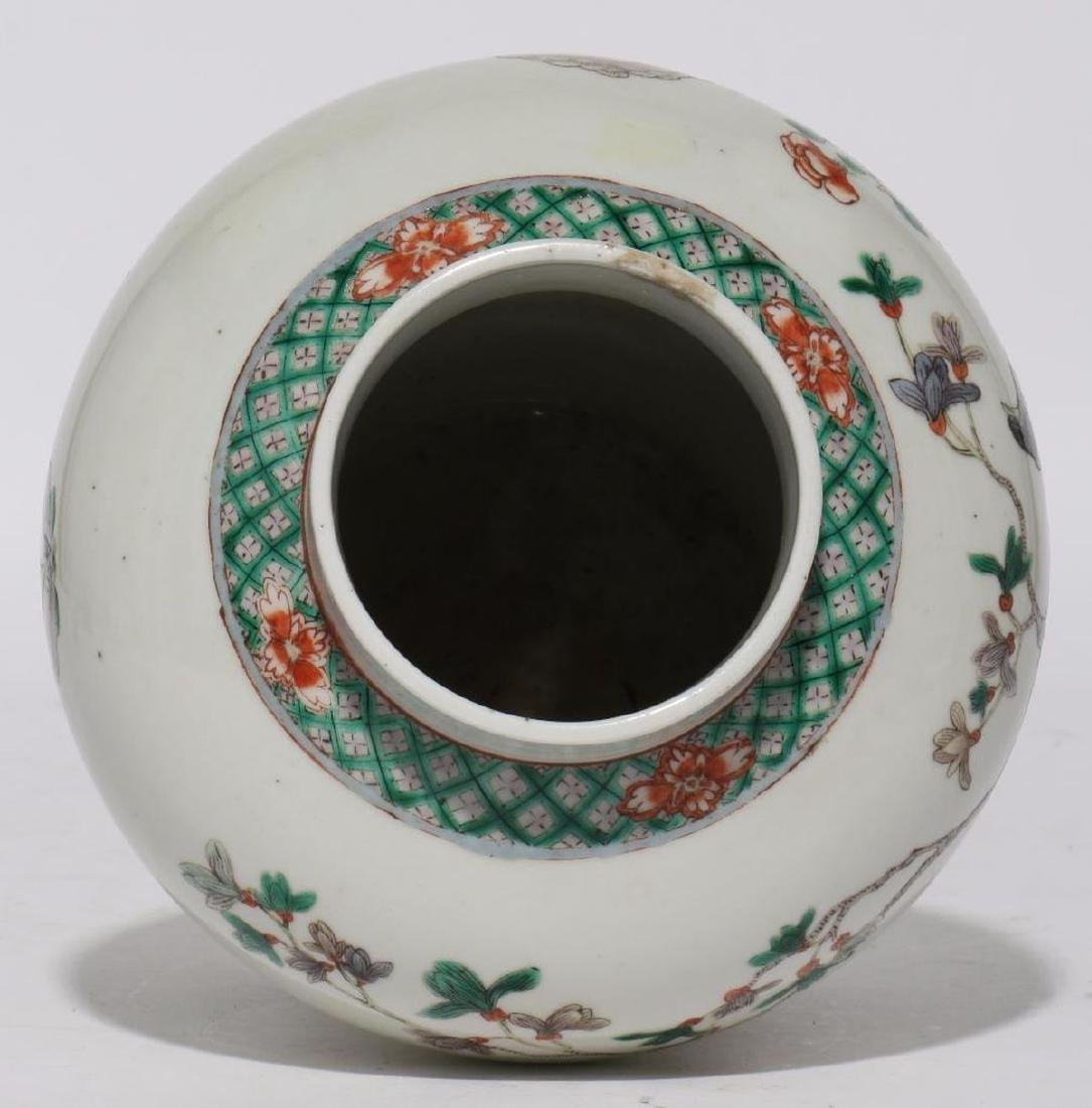 A 18th/19th century Chinese porcelain vase. - 3