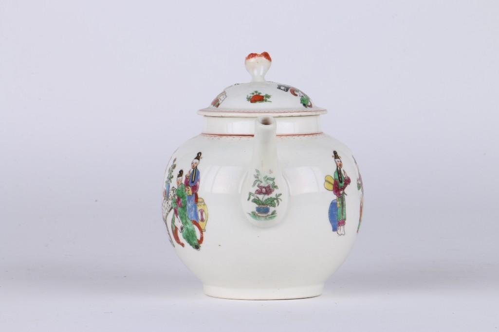 WORCESTER PORCELAIN TEAPOT IN CHINESE FAMILY PATTERN