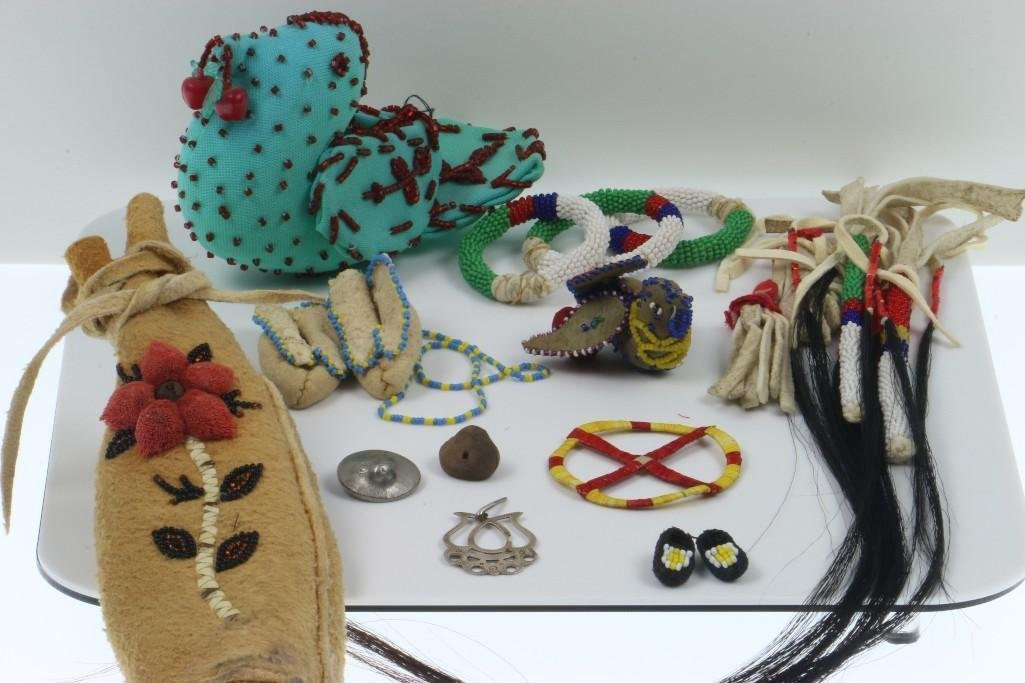 COLLECTION OF NATIVE AMERICAN ADORNMENTS