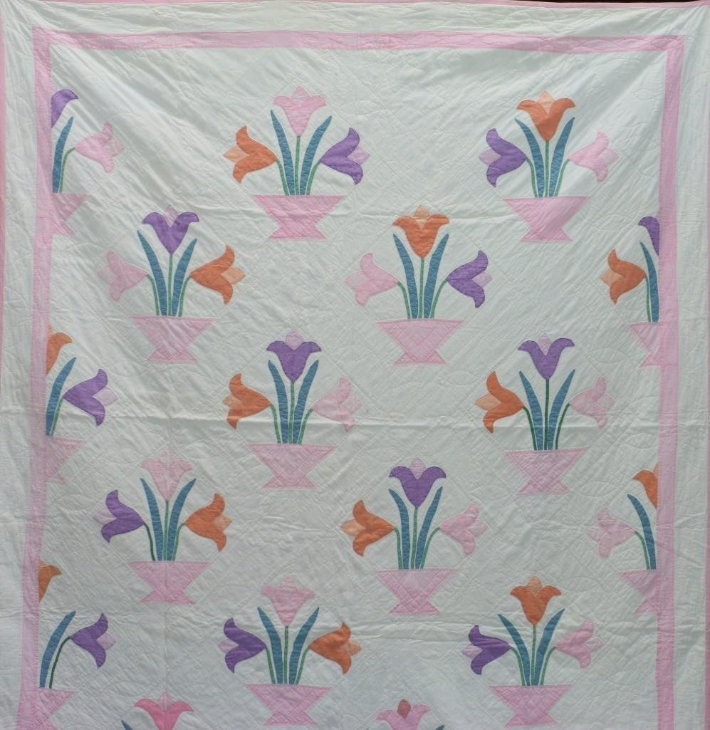 AMERICAN FIRST-HALF 20th-CENTURY TULIP PATTERN QUILT