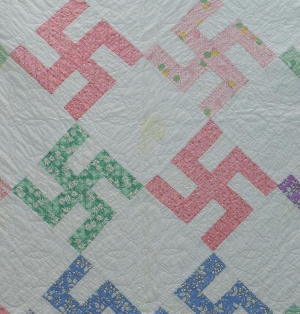 AMERICAN 20th-CENTURY HOOKED CROSS PATTERN QUILT - 2