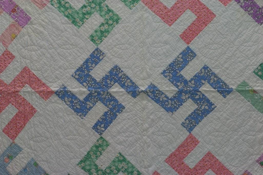 AMERICAN 20th-CENTURY HOOKED CROSS PATTERN QUILT - 3