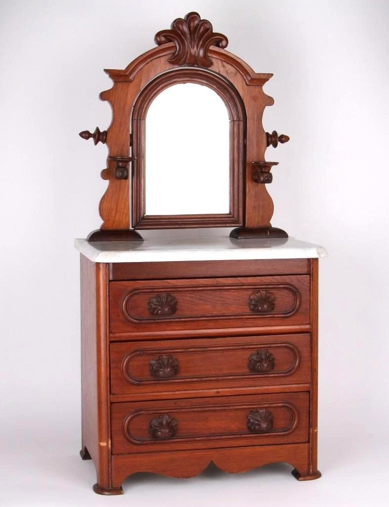 A Victorian miniature chest of drawers, 19th century