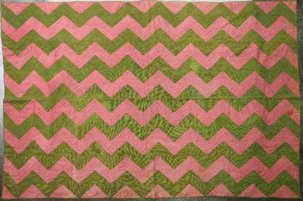 AMERICAN PIECED COTTON GREEN AND PINK ZIGZAG QUILT