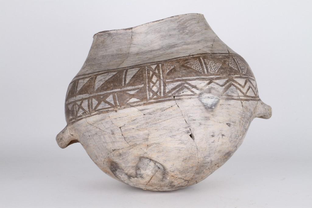 Anasazi black-on-white olla - 2